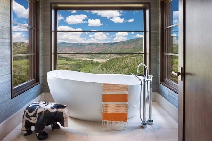 Bathtub in Modern mountain house in Aspen, Colorado
