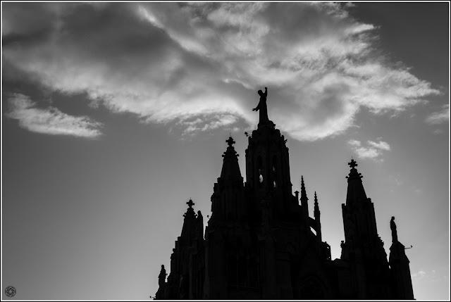 Templo Expiatorio del Sagrado Corazón de Jesús del Tibidabo, Barcelona: Contraluz alegórico