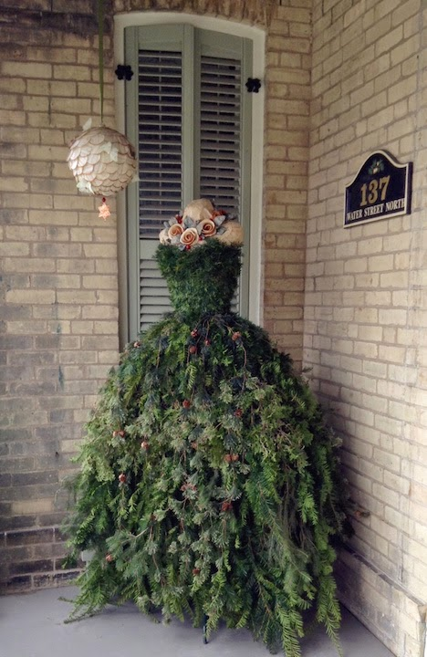 The dusty victorian christmas tree dress diy
