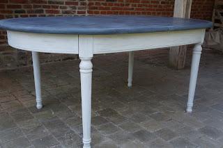 urlu et berlu table de salle manger ovale avec rallonges patin e ardoise gris clair vente. Black Bedroom Furniture Sets. Home Design Ideas