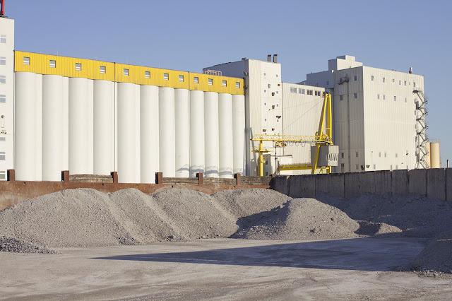 Fabrikgelände im Industriehafen Düsseldorf