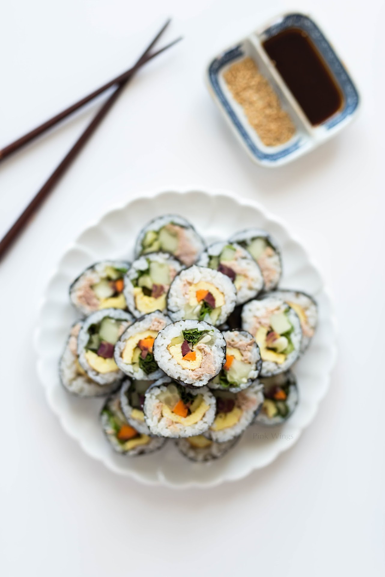 tuna kimbap recipe, korean food blogger, asian, sushi, healthy, veggie wraps, road trip food