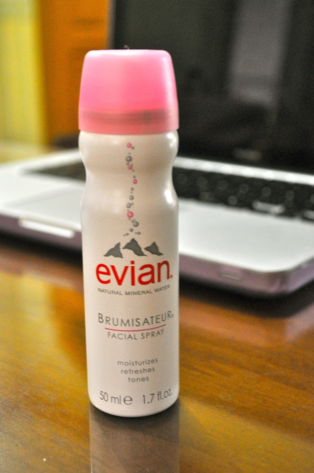The Battle Of Mists Evian Vs Avene Beauty Reviews Facial Spray 300ml Brumisateur