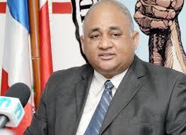 Roberto Fulcar acusa al presidente Fernández de insistir en violar la Constitución de la Republica y la Ley de Educación.
