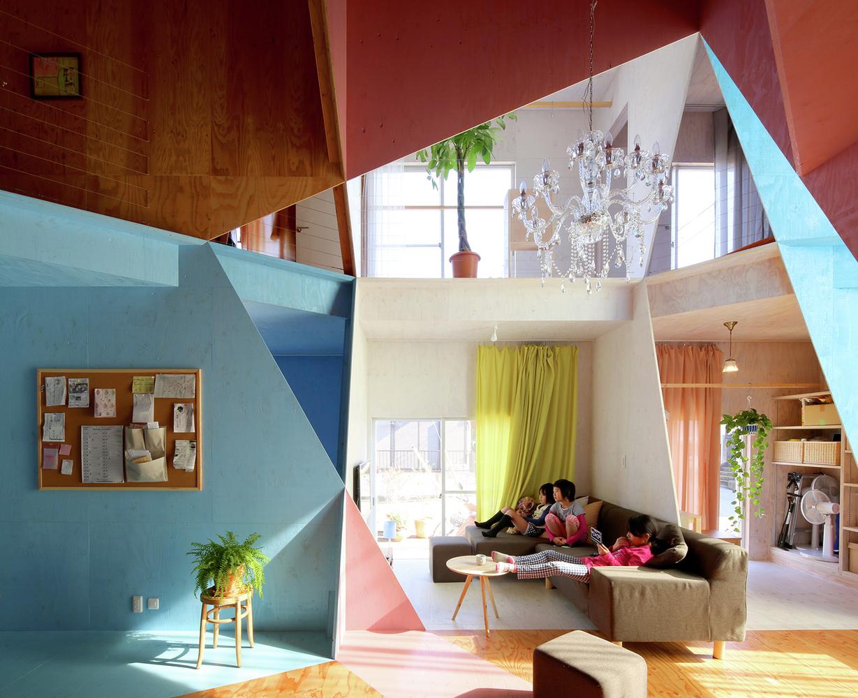 Ungewöhnliche innenarchitektur für besser aufgeteilte zimmer und neues wohnen