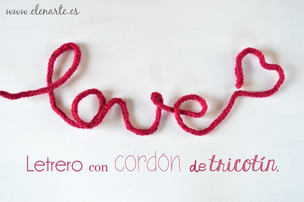 Letrero con cordón de tricotín.
