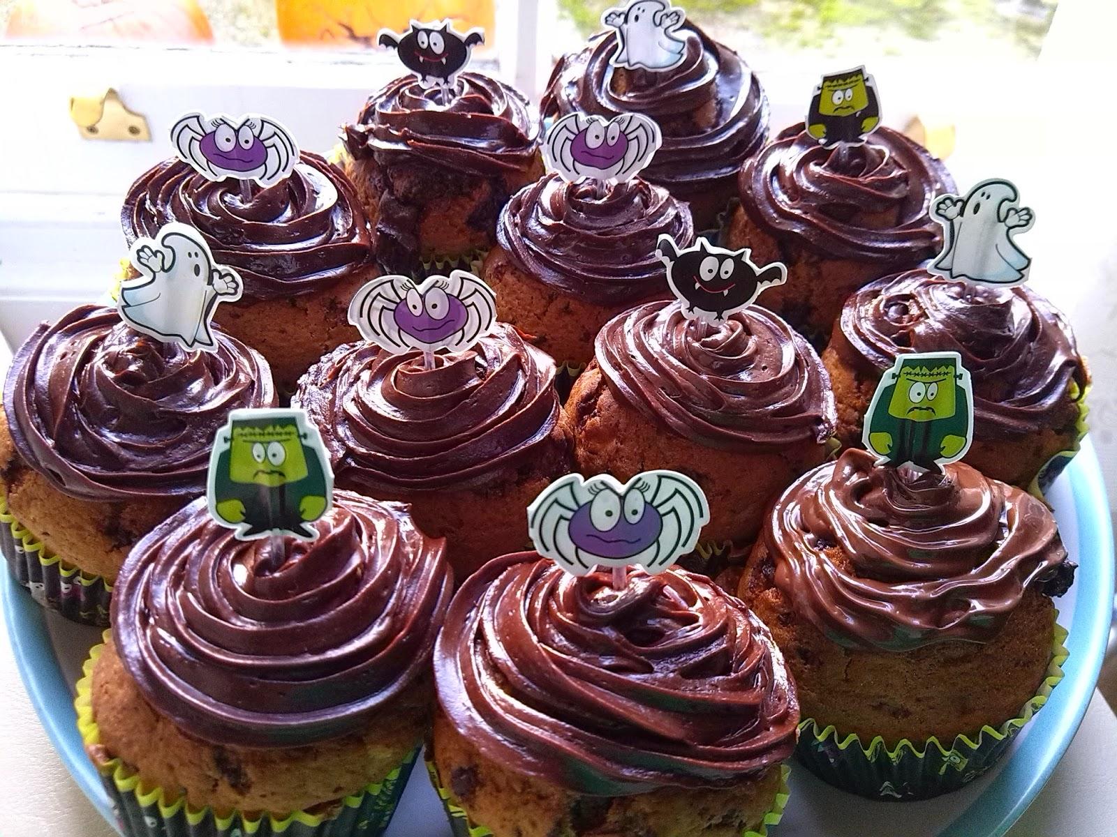 halloween muffins, halloween cupcakes, halloween baking, icing, poundland decorations, spider, bat, frankenstein, ghost