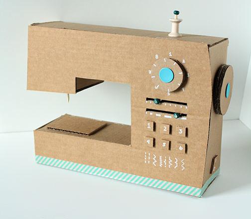 Maquina de coser de cartón reciclado