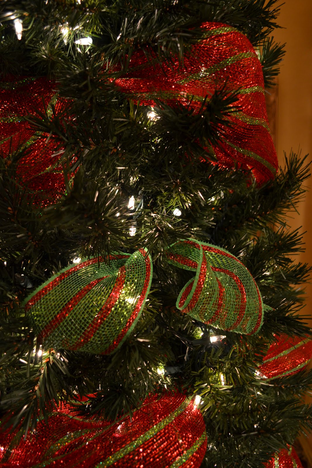 Kristen 39 s creations decorating a christmas tree with mesh Christmas tree ribbon garland