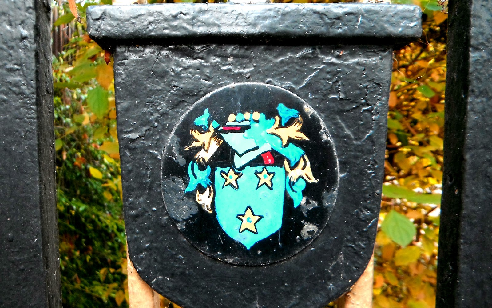 Whittington Cloister lodge-gate badge