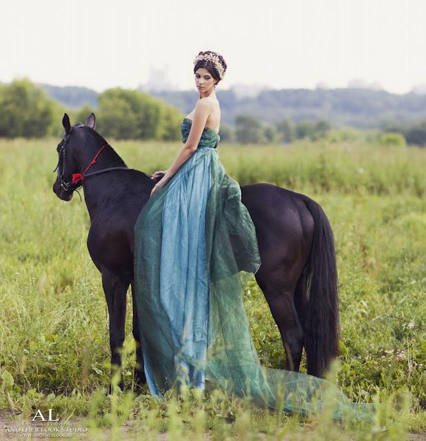 фотосессия в поле с лошадью