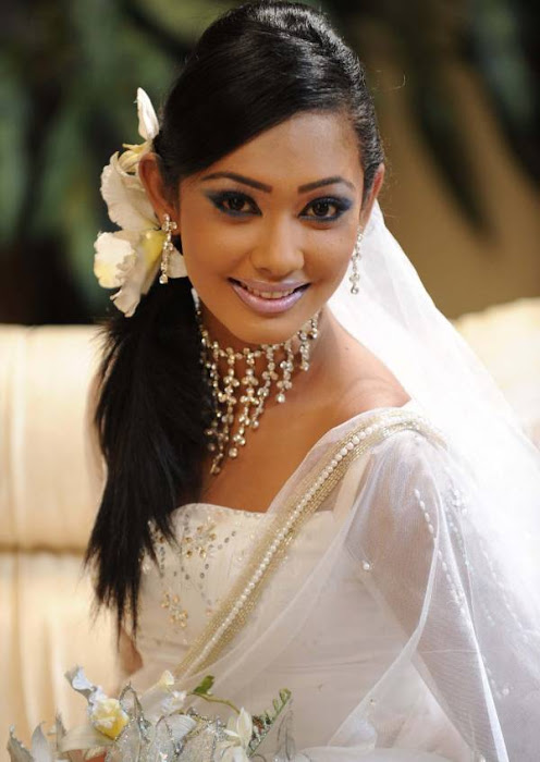 yureni noshika in sri lankan country bridal dress latest photos