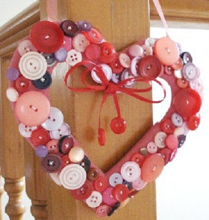 Ideas para reciclar botones decoracion de for Decoracion de puertas de san valentin