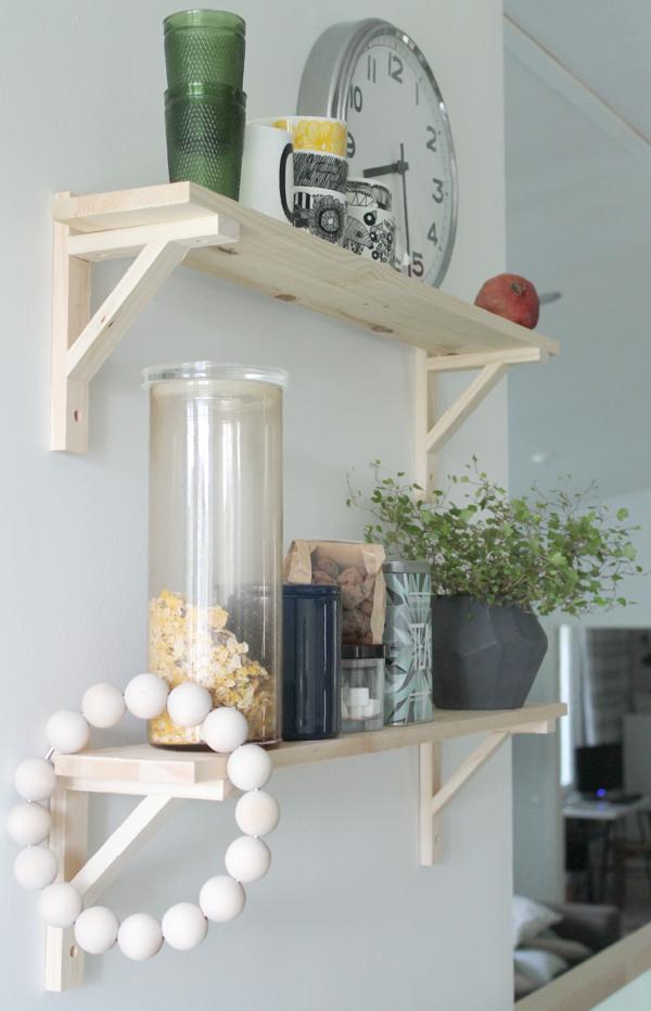 Hylly keittiön seinälle – Tämän naisen intuitio