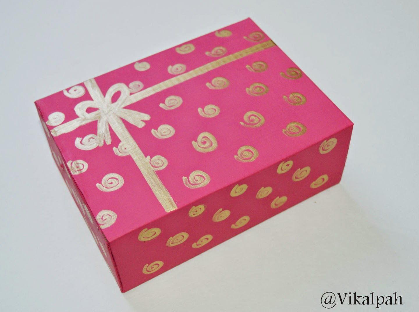 Vikalpah diy pretty gift boxes why buy those gift boxes when you can make your own personalized one these simple techniques costs you fraction of amount that you spend on store bought negle Images