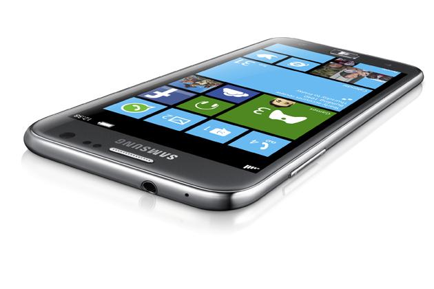 Samsung Ativ S, telefon Win Phone 8 yang pertama.