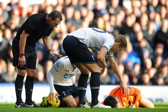 Tottenham goalkeeper Hugo Lloris lies injured after a collision with Everton's Romelu Lukaku