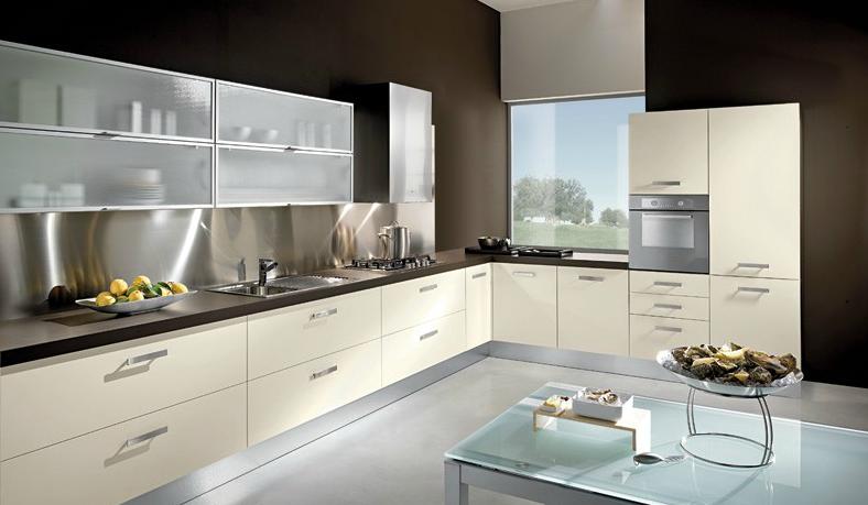 Cocinas angulares para espacios m s grandes cocinas con estilo - Cocina con campana decorativa ...