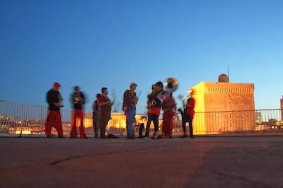 Fanfare déambulatoire Tahar Tag'l de Marseille : concerts, spectacles de rue et déambulation en musique !