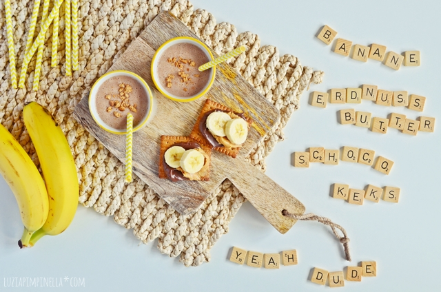 rezept: bananen-schoko-erdnussbutter & keks smoothie   recipe: banana chocolate peanut butter & cookie smoothie   luziapimpinella.com