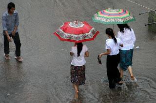 Hochwasser zur Regenzeit in Kambodscha