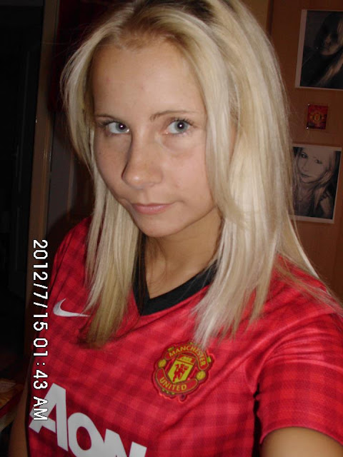 Erzsebet with Manchester United kit (2012/2013)