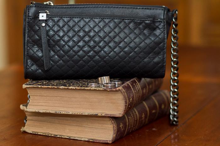 Bolso acolchado de cuero mini con cadena plata de Zara en color negro temporada complementos Blog moda y tendencias
