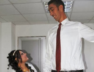World's tallest man finds love