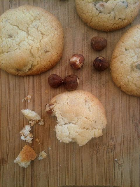 Ciasteczka maślano-migdałowe z orzechami laskowymi