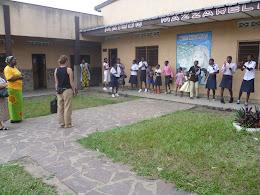 Caritas zu Besuch im Waisenhaus