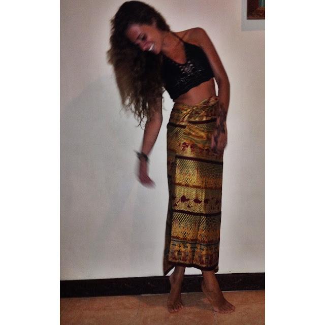 sarong batik crochet top, indonesia style, indonesian fashion valentina rago fashion need, outfit sarong batik