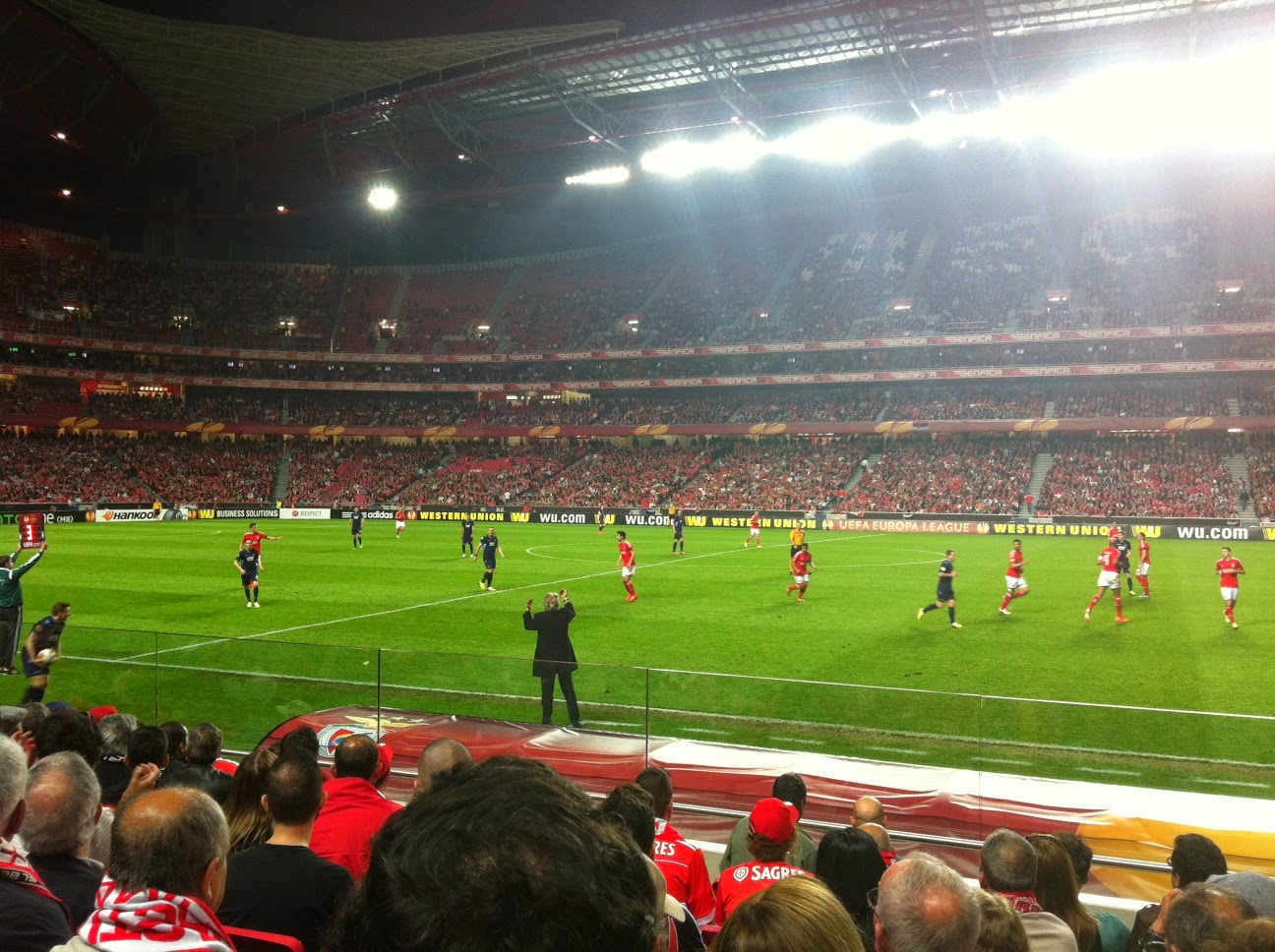 No Benfica - AZ Alkmaar com a Liliana a ver um jogo do Benfica pela primeira vez no Estádio da Luz, em que o Benfica ganhou por 2 a 0, passando às meias finais da Liga Europa.