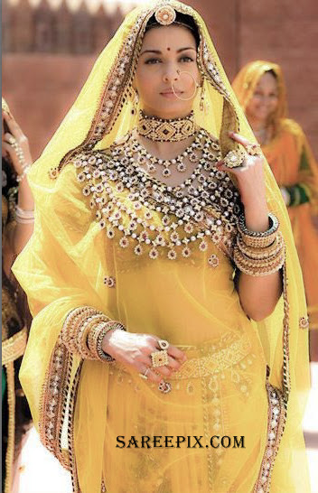 Aishwarya_Rai_tradition_lehenga_saree