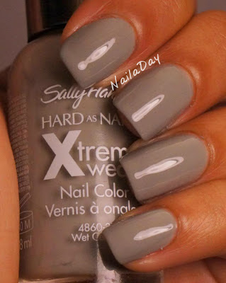 NailaDay: Sally Hansen Wet Cement