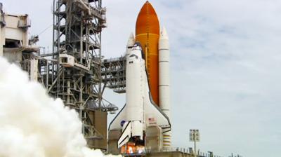 Atlantis – STS135 – Atlantis engines at lift-off. NASA-TV 2011.