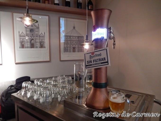Degustación de cerveza Pilsner Urquell, sin filtrar.