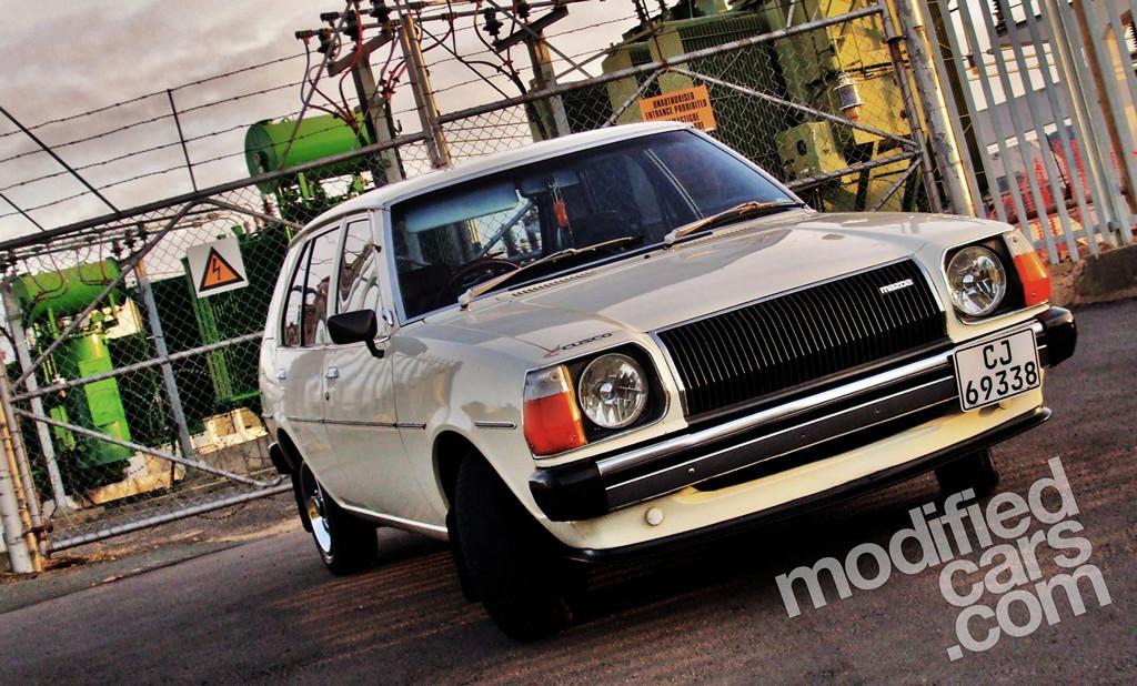 Mazda 323 FA, Familia, GLC, przód, ciekawy design, kultowy model, dawna motoryzacja, stare samochody, japońskie, jdm, zdjęcia, galeria