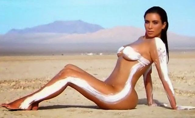 Kim Kardashian se desnuda en Keeping Up With the Kardashians