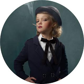 Frieke Janssen, Smoking Kids - Hoven pige med cigaret i munden