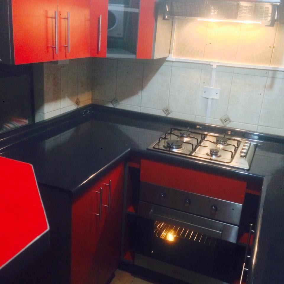 Centro de Proyectos AMedida Proyecto Cocina color Rojo y Gris