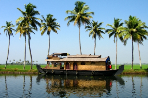 http://1.bp.blogspot.com/-iEJkXsQvReQ/TaQ_I5Lp9vI/AAAAAAAAAA8/BKKV2x7UFNQ/s1600/Kerala_houseboat.jpg