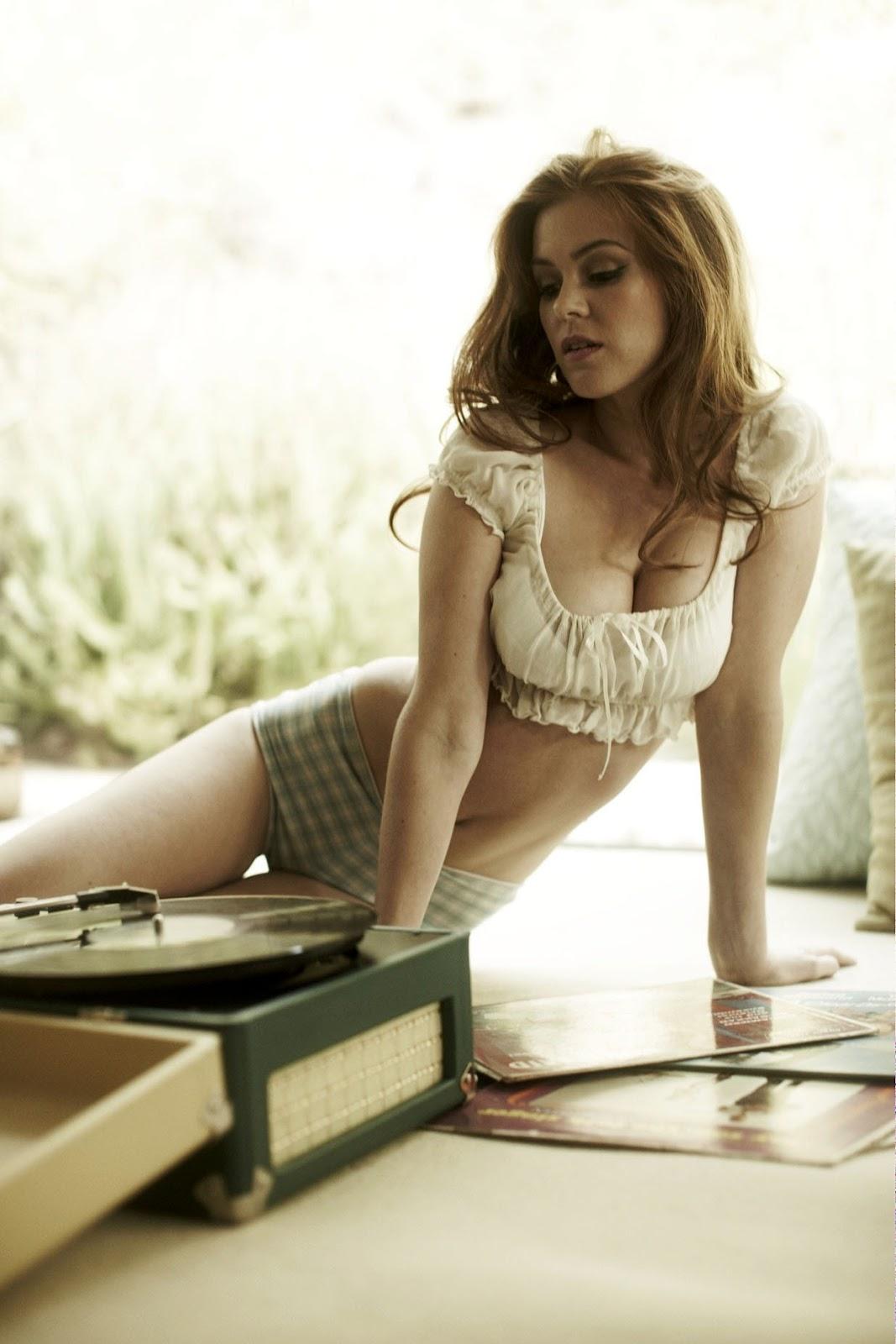 http://1.bp.blogspot.com/-iEW0MRvz7zM/UI0j3njuaOI/AAAAAAAAF6o/X85NegADz3Q/s1600/Isla-Fisher-hot-cleavage-06.jpg