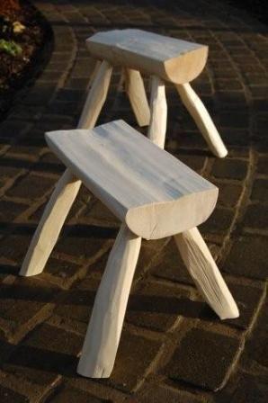 banquinho  caipira de madeira rústica