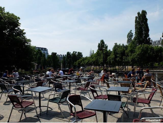 Bar exterieur 25 degrés est Paris Stalingrad canal Ourcq vue Seine bord de l'eau
