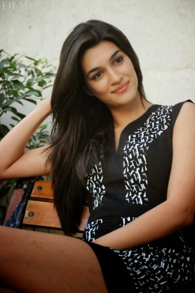 Kriti Sanon Hot Thigh Show Photo Mini Black Dress