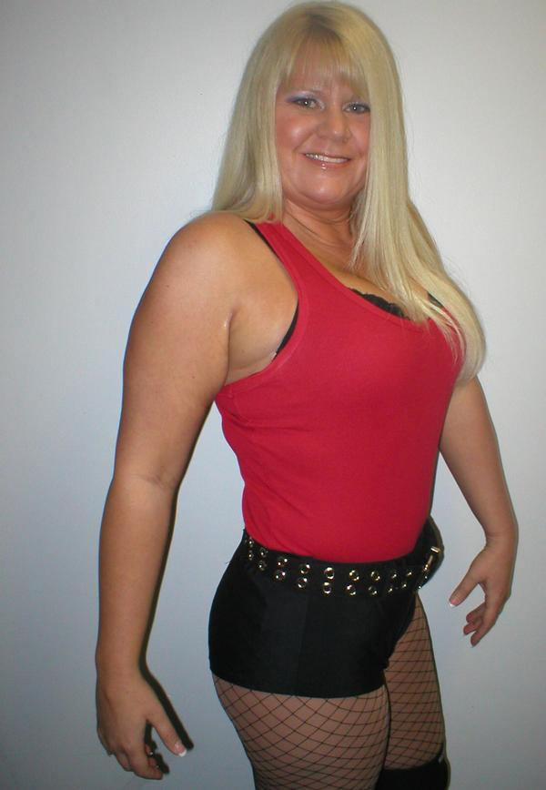 Brandi Mae Wrestlers http://wrestlingnewscenter.blogspot.com/2011/03/deadline-to-order-your-custom-matches.html