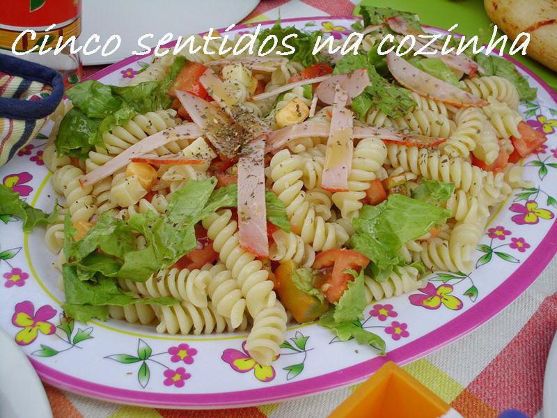 Cinco sentidos na cozinha salada fria de massa com paio e for Comidas frescas