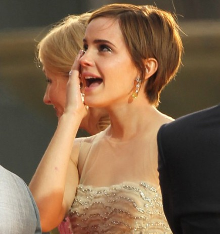 Different Reactions Of Emma Watson And Kristen Stewart At The End.