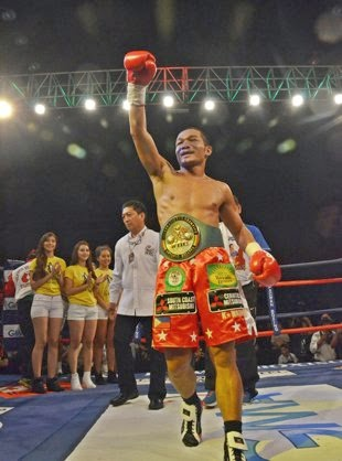 Bicolano boxer Michael Farenas wins against Mexican Hector Velasquez.
