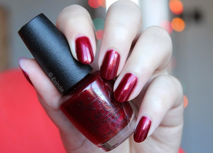 opi red fingers and mistletoes